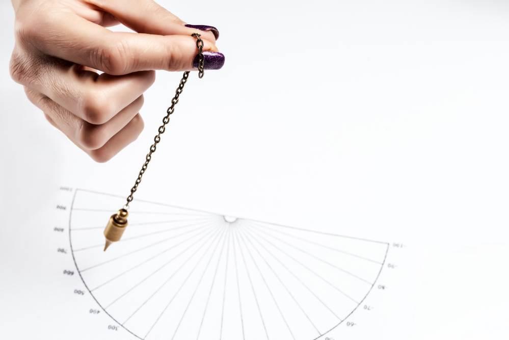 pendulum-for-testing-spin-direction-five-tibetan-rites